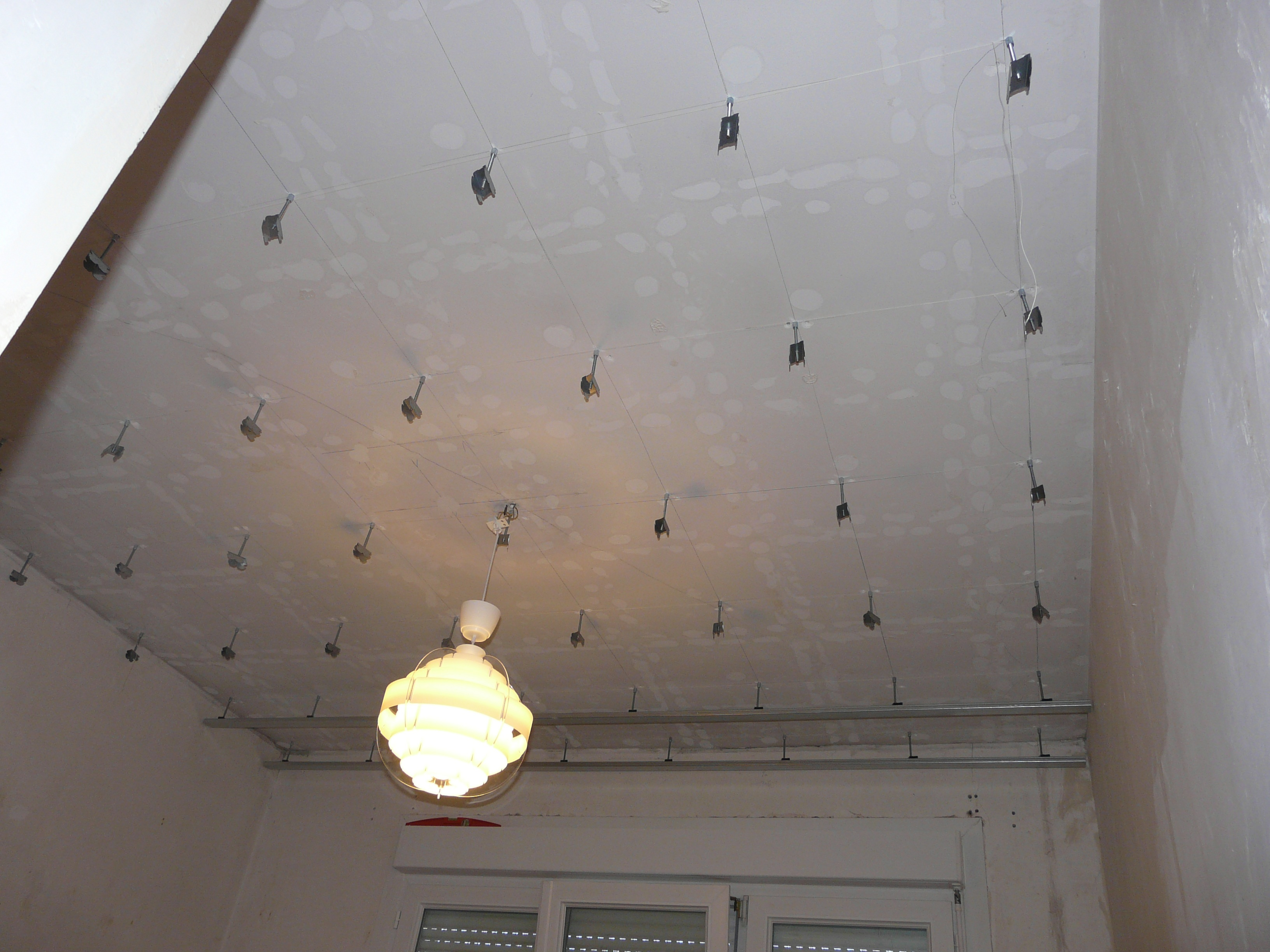 Questions sur faux plafond joint sur hors fourrure corni re 20 messages - Comment installer un abat jour au plafond ...